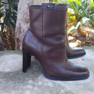 Addax brown leather bootie